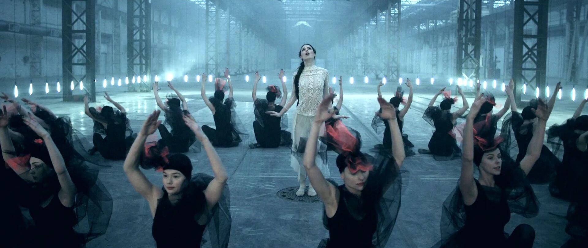 Choreographie zu 'Neon (Lonely People)' von Lena Meyer ...