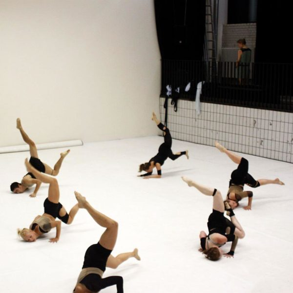 White Noise - Tanztheater-Performance der Nicole Wiese Company Pic1