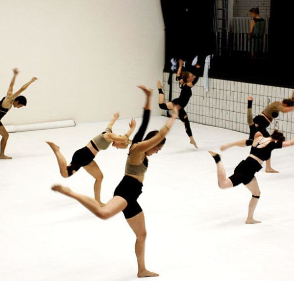 White Noise - Tanztheater-Performance der Nicole Wiese Company Pic2