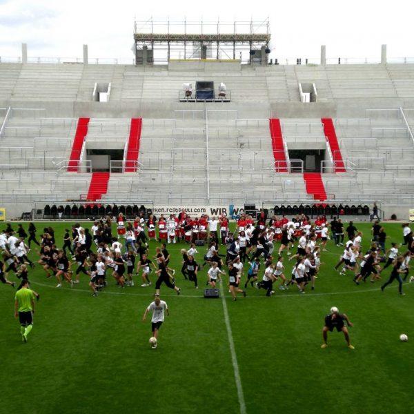 Tag der Legenden 2012 - Choreographie Stadionshow Pic6