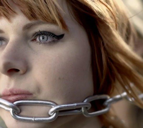 Jennifer Rostock - Performer Musikvideo Ein Schmerz und eine Kehle Pic6