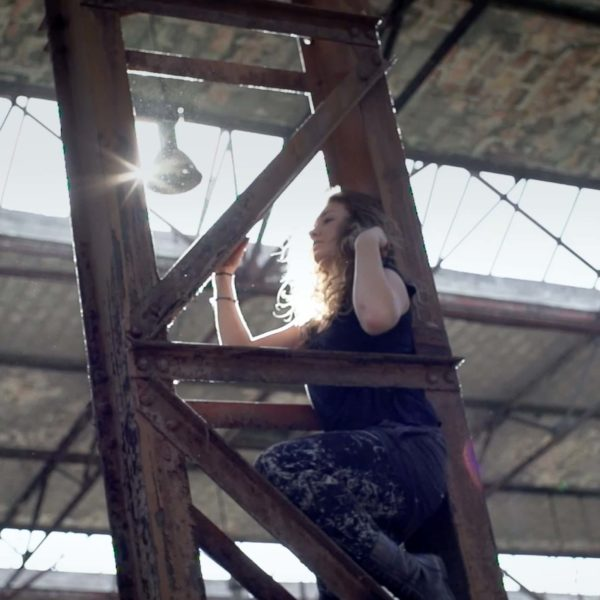 Jennifer Rostock - Performer Musikvideo Ein Schmerz und eine Kehle Pic2