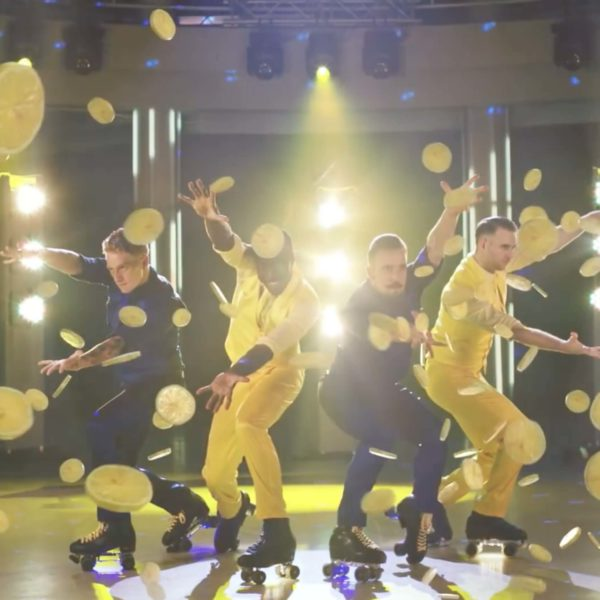 Henkel WCFrisch Werbespot 2016 - Choreographie Fresh and the gang Pic1